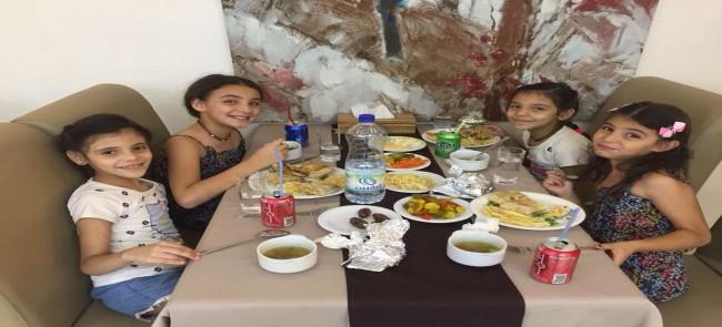 نطوف تقدم وجبات إفطار لعدد 50 طفل